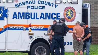 Nassau police investigate and apprehend a man carrying