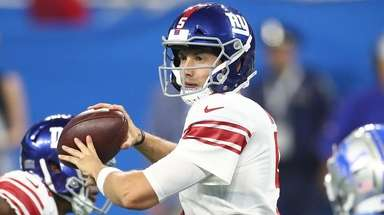 Davis Webb of the Giants throws a pass