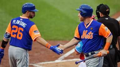Kevin Plawecki of the Mets congratulates Todd Frazier