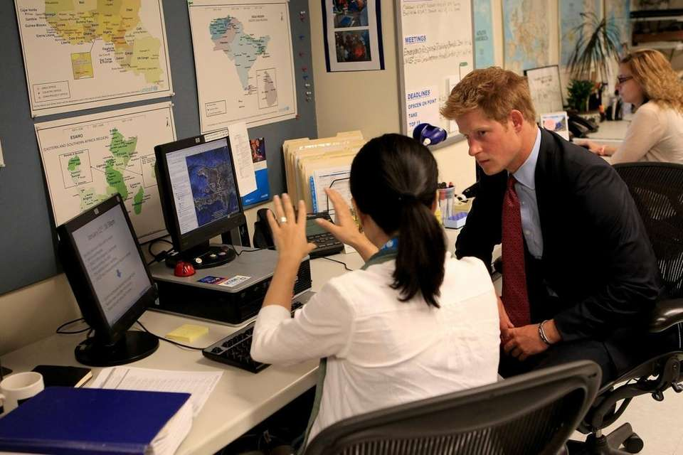 Prince Harry talks with UNICEF Operations Center officer