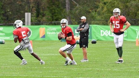 Jets quarterbacks Teddy Bridgewater and Sam Darnold participate