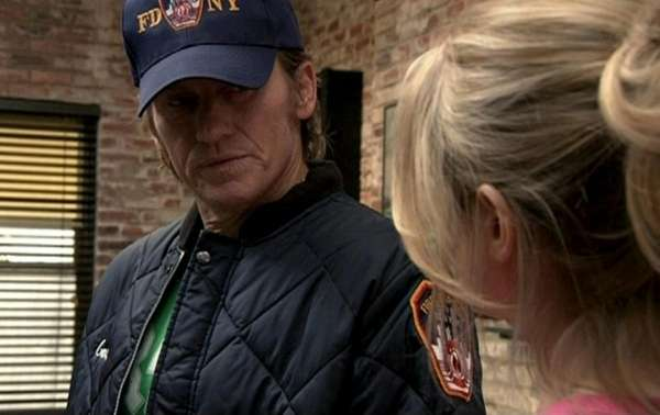 Denis Leary as Tommy gavin in the RESCUE