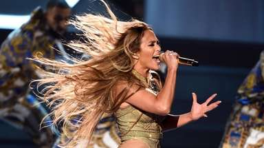 Jennifer Lopez performs during 2018 MTV Video Music