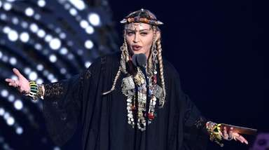 Madonna presents a tribute to Aretha Franklin at