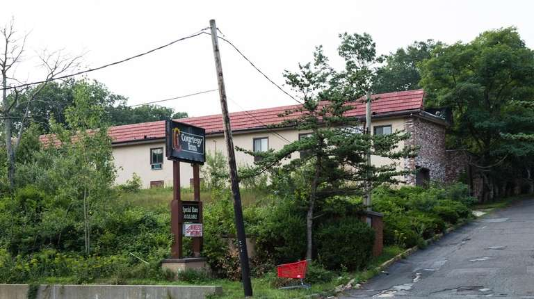The Courtesy Inn in Commack will be replaced