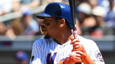 Mets leftfielder Dominic Smith waits for a pitch