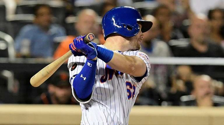Jeff McNeil of the Mets hits an RBI
