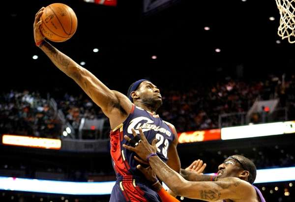 Cavaliers' LeBron James dunks over Phoenix Suns' Amar'e