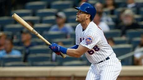The Mets' Jeff McNeil triples in the first