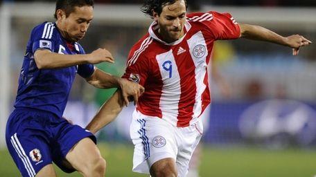 Japan's defender Yuto Nagatomo (L) and Paraguay's striker