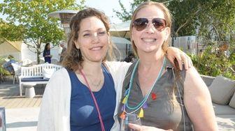 Nancy Popish an Lisanne Menke at the Art
