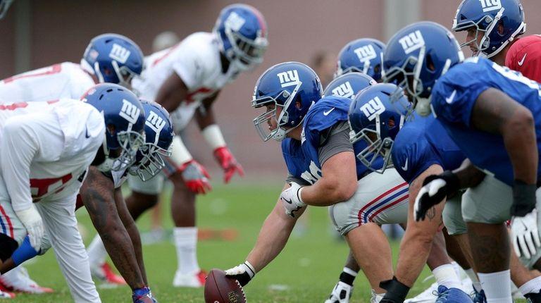 New York Giants center Brett Jones (69) prepares