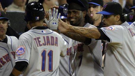 New York Mets' Ruben Tejada (11) high fives