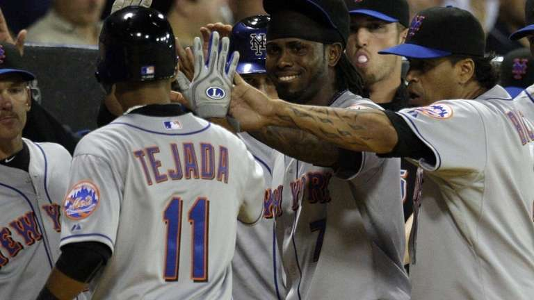 New York Mets' Ruben Tejada (11) high fives