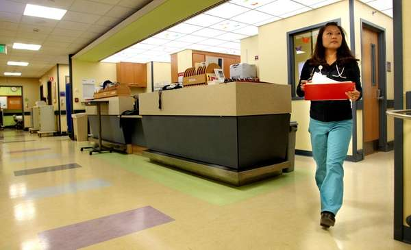 essay hospital emergency room As the name implies, the purpose of hospital emergency rooms is to provide quick and expert medical treatment for urgent and life threatening medical problems.