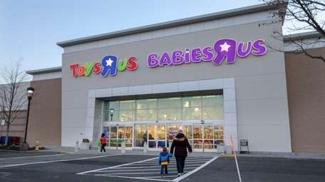 The shuttered Toys R Us/Babies R Us store