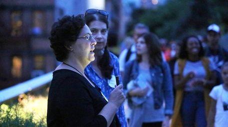 Ilene Friedman, left, of Manhasset, and Katy Schall,