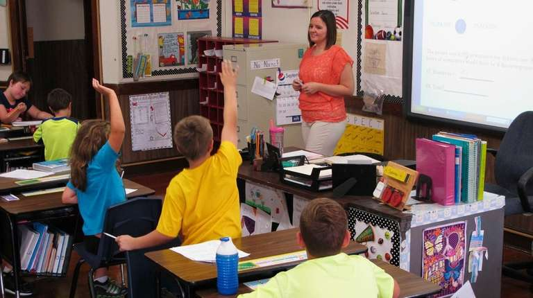 Shelly Ellis teaches fourth-grade students at Bement Elementary
