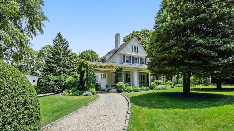 This 1890 Water Mill Colonial is said to