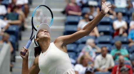 Madison Keys serves to Bernarda Pera during the