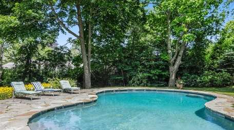 This 1890 Water Mill Colonial is said
