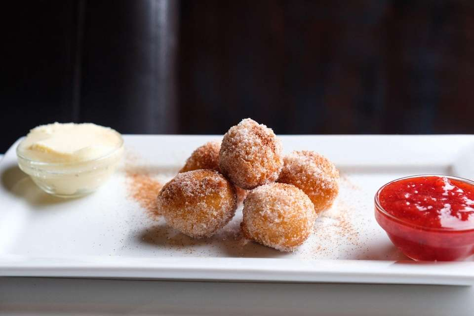 Emanuel's (1014 Fort Salonga Rd., Northport): Warm doughnut