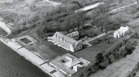 A 1986 aerial view of the estate.