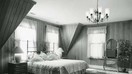 A 1987 photo of one of the bedrooms