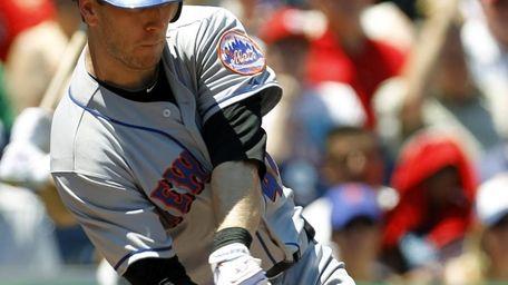 Mets' Jason Bay hits a two-run triple against