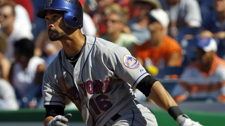 Mets' Angel Pagan watches the flight of his