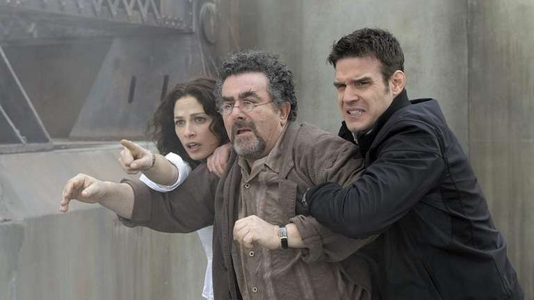 Joanne Kelly as Myka Bering, Saul Rubinek as