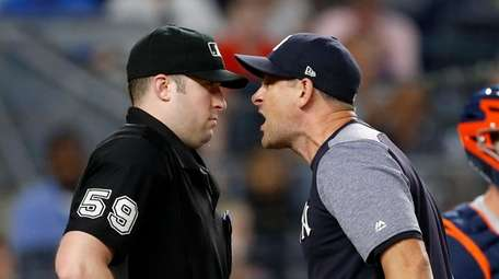 Yankees manager Aaron Boone argues with plate umpire