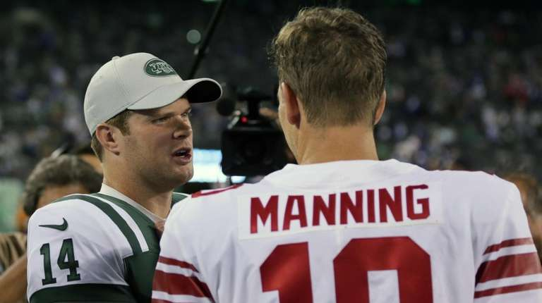 Sam Darnold talks to Eli Manning after the
