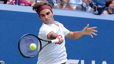 Roger Federer with the forehand return against Nick