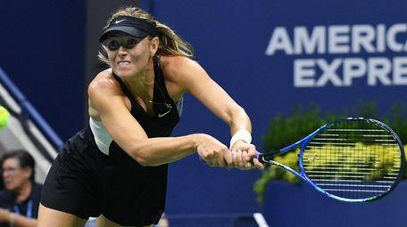 Maria Sharapova returns to Carla Suarez Navarro during