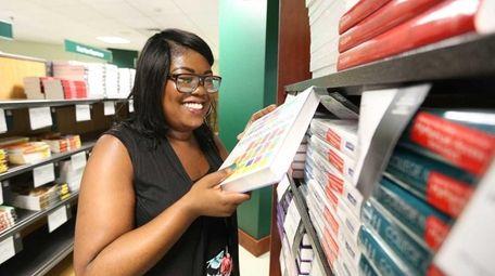 Roosevelt High School graduate Jacian Wright organizes mathematics