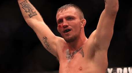 Jason Knight celebrates his victory against Chas Skelly