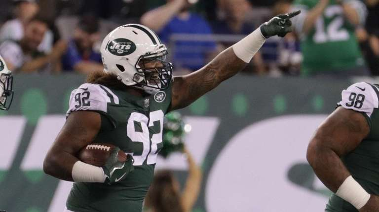 Jets defensive tackle Leonard Williams #92 celebrates his