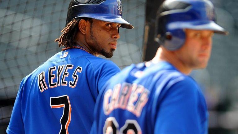 The Mets' Jose Reyes (7) waits his turn