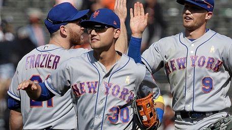 Mets' Todd Frazier, left, celebrates with Michael Conforto