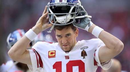 Eli Manning of the Giants puts on his