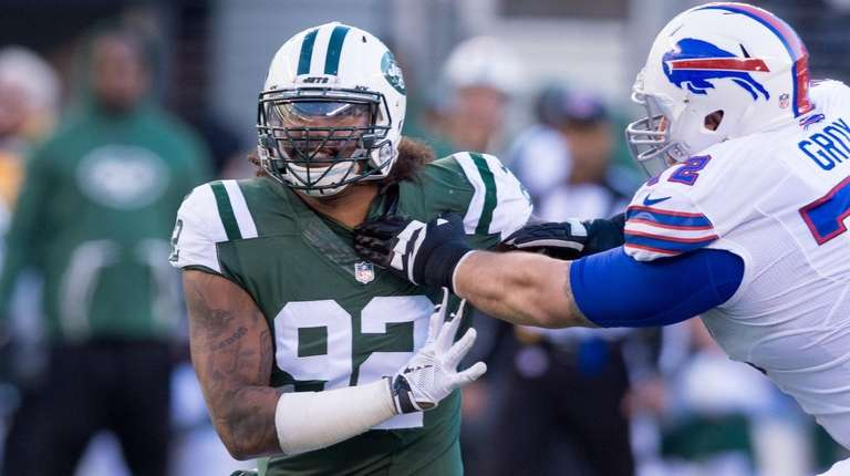 The Jets' Leonard Williams battles Bills center Ryan