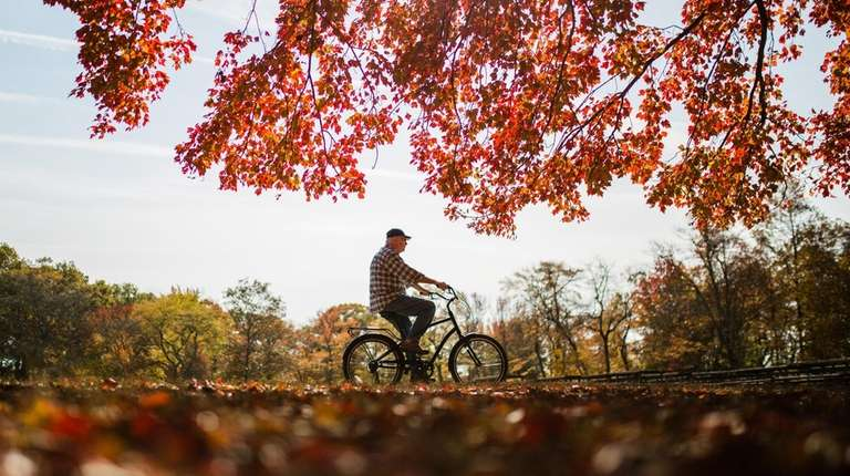 With high temperatures around 70 degrees, a cyclist