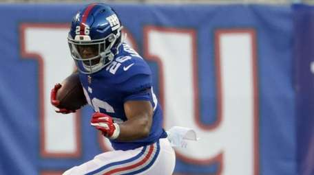 Saquon Barkley makes his NFL debut for the