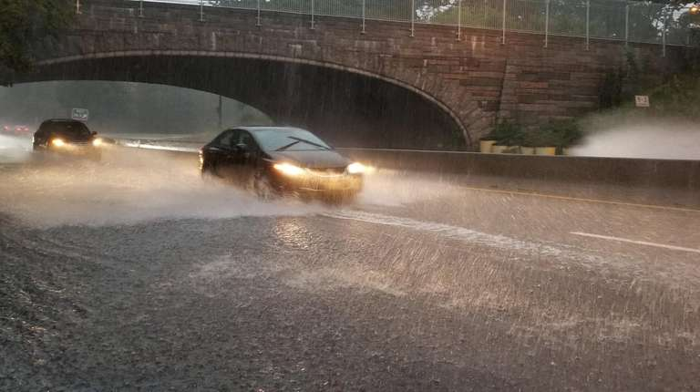 The eastbound Northern State Parkway begins to flood