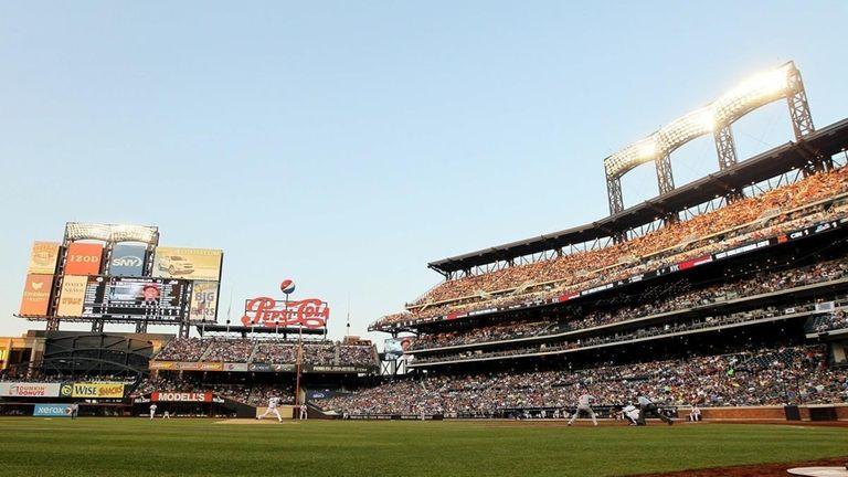 Mike Pelfrey #34 of the New York Mets