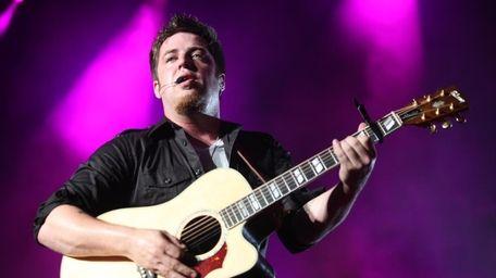 American Idol winner Lee DeWyze performs at the