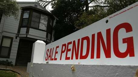 Pending sales on Long Island dropped to 1,257