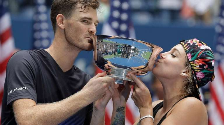 Jamie Murray, of Great Britain, and Bethanie Mattek-Sands