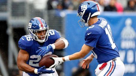 Saquon Barkley of the Giants takes the ball